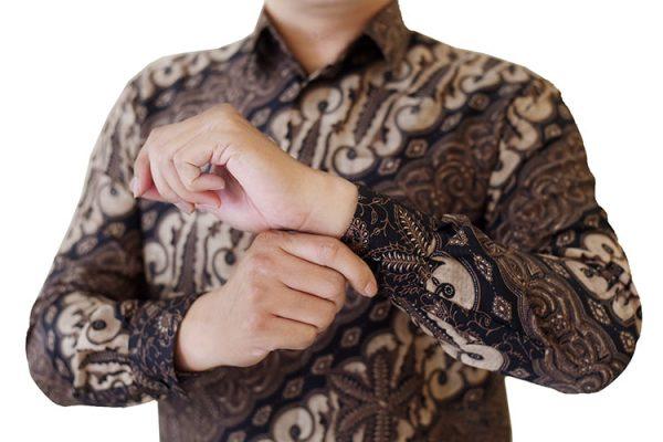 Images Kemeja Batik Semi Sutra Motif Coklat Klasik