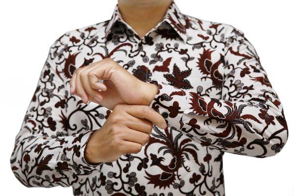 Picture Kemeja Batik Putih Motif Coklat